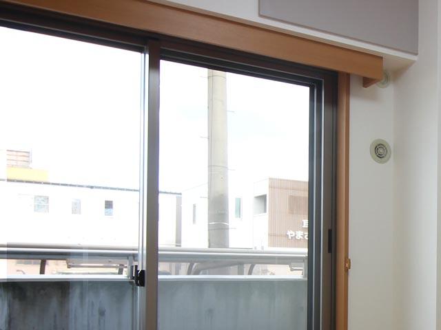 二重床二重天井・防音断熱二重サッシで、気密性の高い静かで暖かな居室