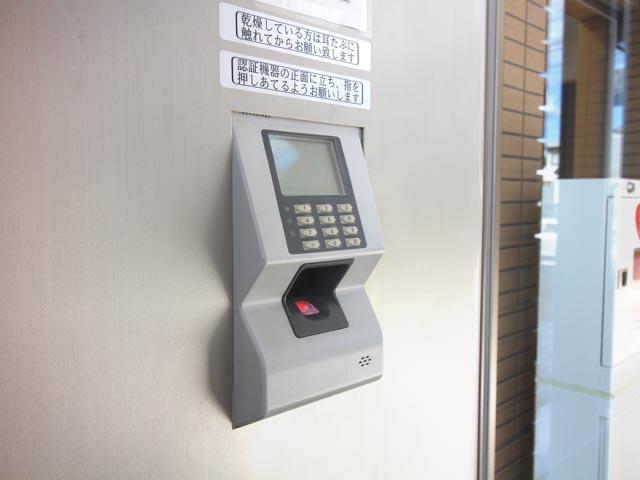 エントランス・サブエントランス共に指紋認証オートロック